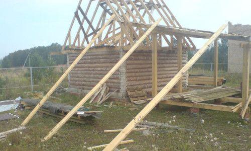 Балки для підняття листів металочерепиці на дах