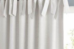 Щільні білі гардини завязані бантиками
