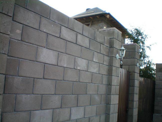 Фото - Як побудувати блочний паркан?