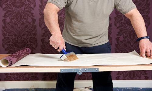 Як правильно клеїти на стелю бамбукові шпалери