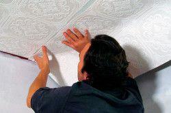 Обклеювання стелі флізеліновимі шпалерами