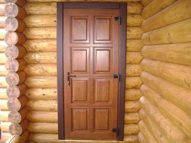 Фото - Як правильно пофарбувати двері з сосни своїми руками?