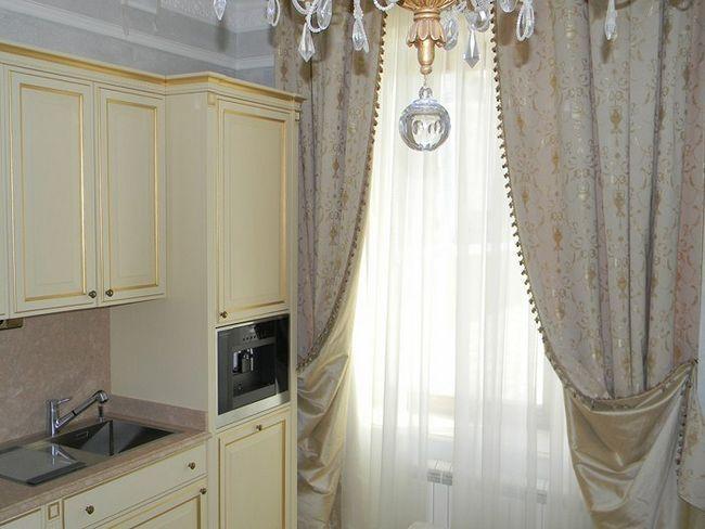 Фото - Як правильно зшити штори на кухню?
