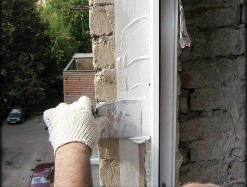 Фото - Як правильно зашпаклювати укоси на вікнах?