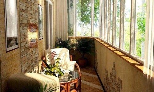 Застекленный балкон - хорошая зона для отдыха