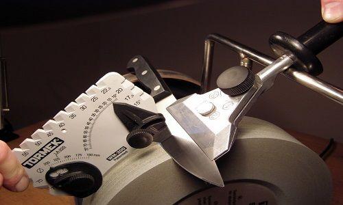 Фото - Як під час заточування ножів дотримуватися кути робочої поверхні?