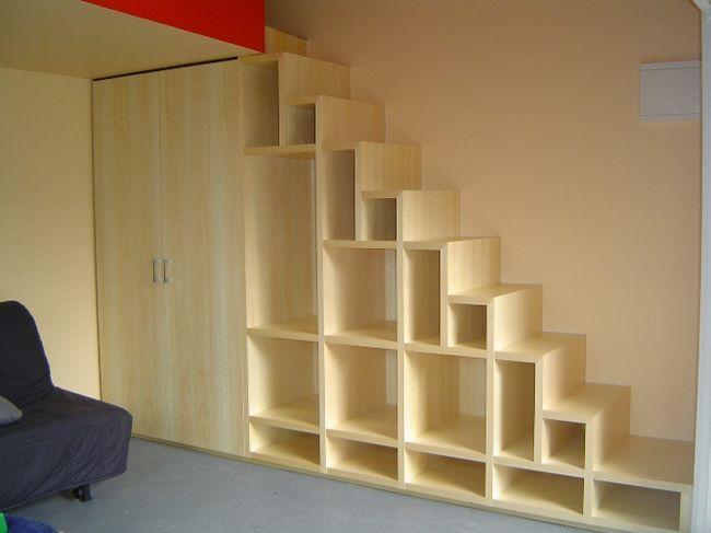 Фото - Як раціонально використовувати місце під сходами?