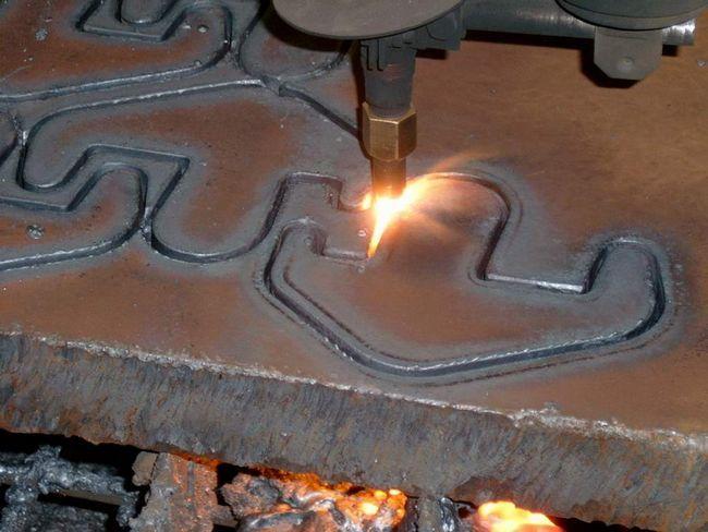 Вирізання малюнка на металі