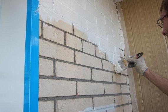 Фарбування цегляної стіни