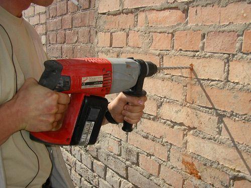 Фото - Як самостійно просвердлити цегляну стіну