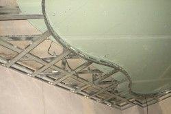 Монтаж стелі з гіпсокартону в коридорі