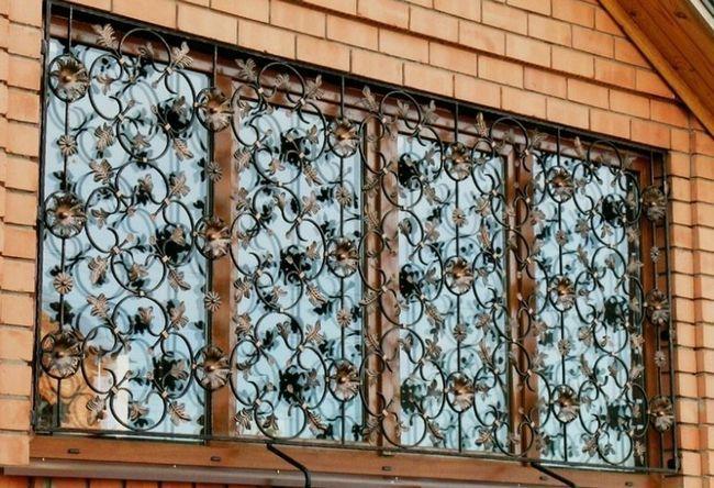 Фото - Як самостійно встановити решітки на вікна?
