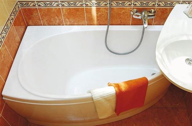 Фото - Як самостійно відновити емаль ванни