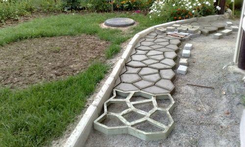 Фото - Як зробити форму для бетонної доріжки своїми руками?
