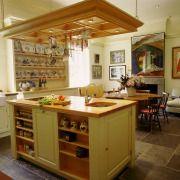 Кухонні меблі визначає функціональні зони