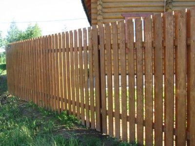 Недорогий деревяний паркан