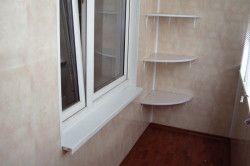 Кутові полиці можна робити лише на тому балконі, де стіни вирівняні.