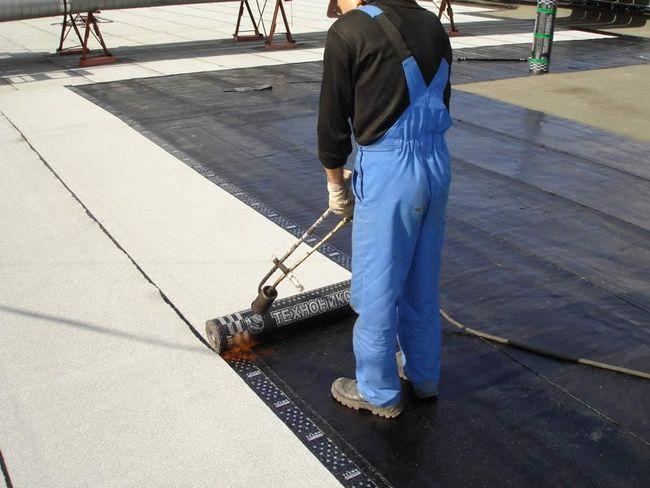 Фото - Як зробити ремонт даху своїми руками?