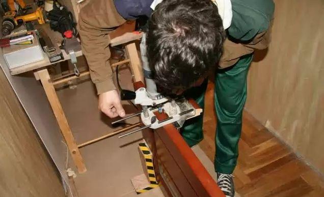 Фото - Як зробити ремонт міжкімнатних дверей своїми руками?