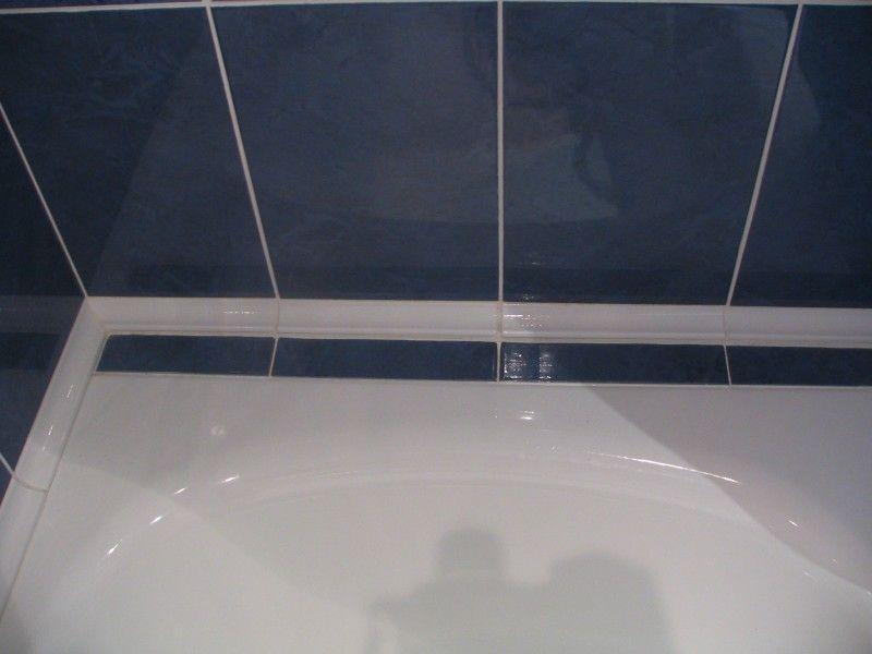 Стик між ванною і плиткою
