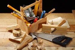 Теслярські інструменти для спорудження деревяного верстата