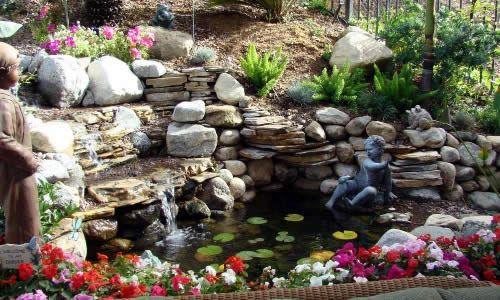 Фото - Як зробити у дворі водоспад своїми руками правильно?