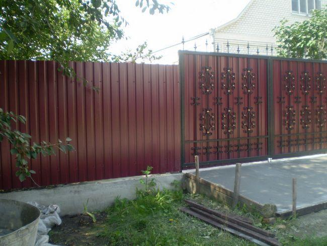 Фото - Як зробити паркан і ворота самостійно з профнастилу