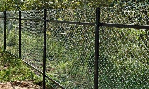 Фото - Як зробити паркан із сітки рабиця?
