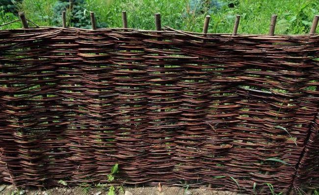 Фото - Як зробити паркан з гілок?