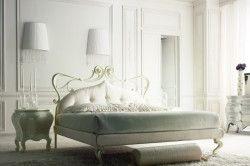 Ліжко в класичному стилі