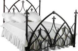 Ліжко в готичному стилі