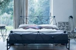 Ліжко в стилі хай-тек