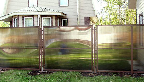 Фото - Як своїми руками поставити паркан із стільникового полікарбонату