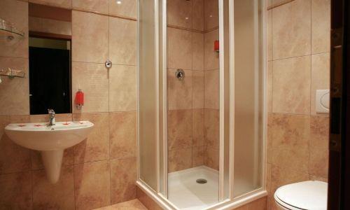 Фото - Як своїми руками встановити душовий кут?
