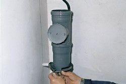Кріплення труб хомутами