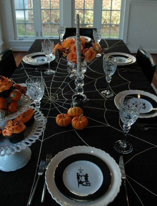 Святкова скатертина на Хеллоуїн з павутиною