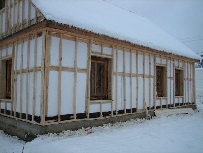 Фото - Як утеплити каркасний будинок за допомогою пінопласту?