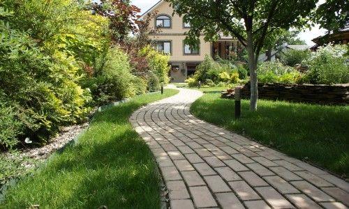 Фото - Як вибрати і укласти тротуарну плитку на дачі