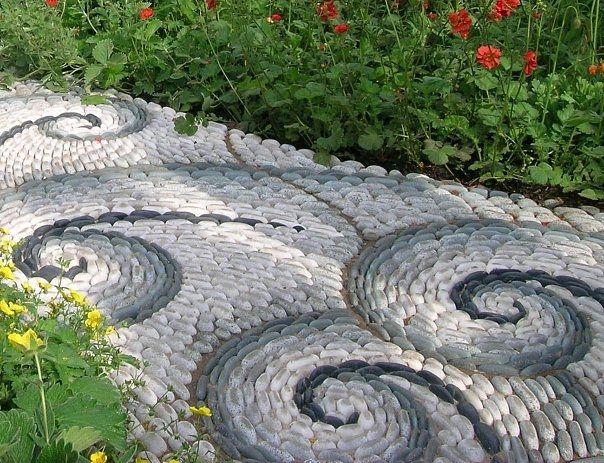 Фото - Як викласти хитромудрі садові стежки?