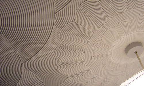 Фото - Як виконати декоративну штукатурку на стелю своїми руками?