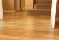 Фото - Як вирівняти дерев'яну підлогу під ламінат без зволікань?