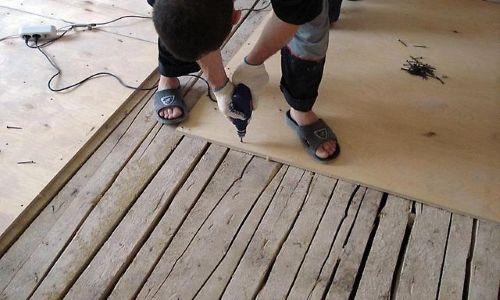 Фото - Як вирівняти дерев'яну підлогу?