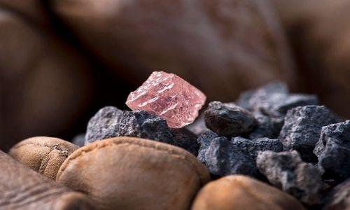 Фото - Які якості має неограненний алмаз