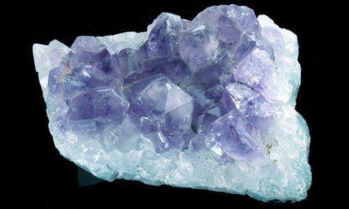 Фото - Якими властивостями володіє блакитний кварц?