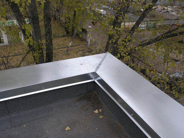 Фото - Яке призначення відводиться парапету на даху?
