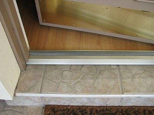 Фото - Якою має бути висота порога вхідних дверей в квартирі?