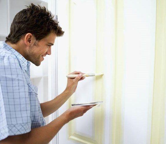 Фото - Який фарбою краще фарбувати дерев'яні двері?