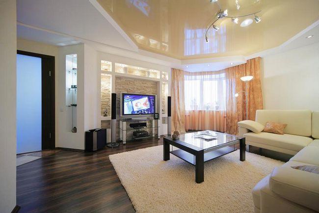 Фото - Який краще зробити стелю у вітальні