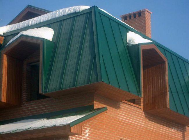 Фото - Який профлист краще підібрати для даху?