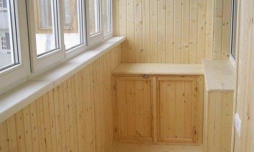 Фото - Яку вагонку вибрати для свого балкона: дерев'яну або пластикову?